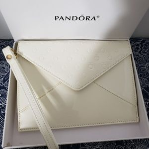 PANDORA *nib* Mother's Day Vanilla Vinyl Wristlet